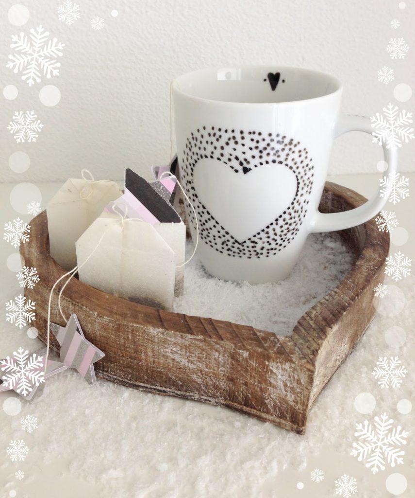 mit Strich und Faden: Teetasse mit Porzellanmarker verziert |Basteln mit Kindern zu Weihnachten
