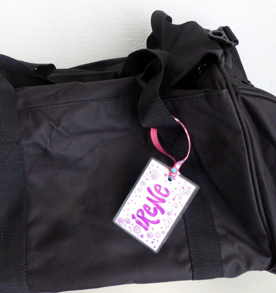 mit Strich und Faden: Kofferanhänger an Tasche